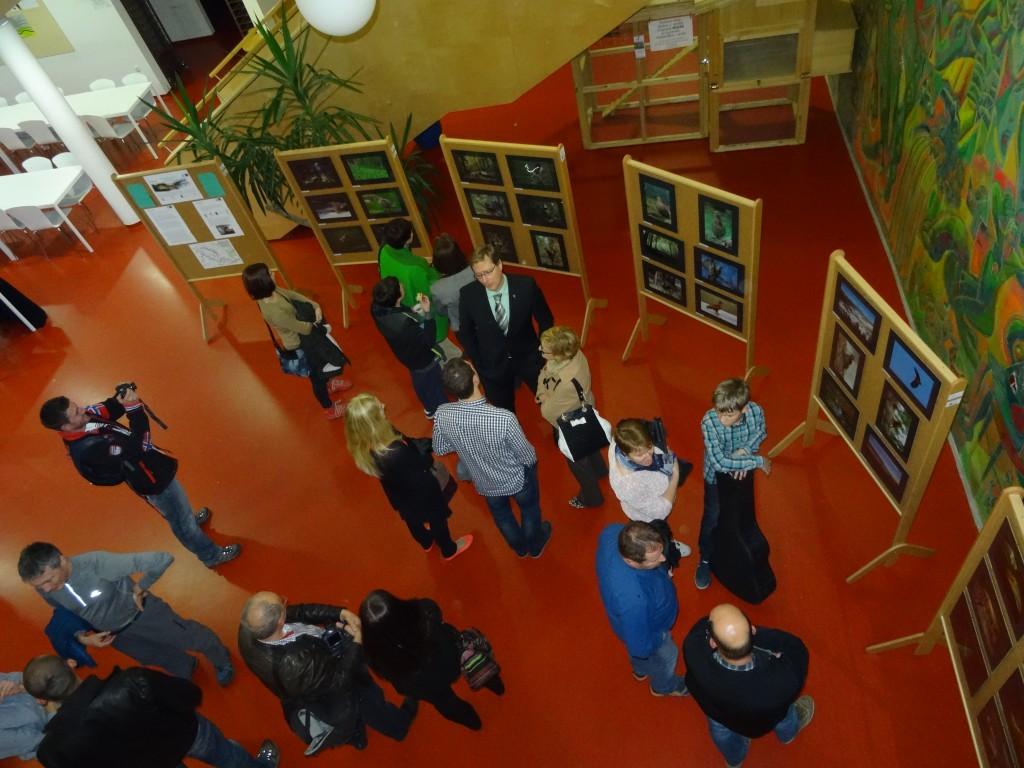 Poročilo o otvoritvi razstave javnega fotografskega natečaja KOČEVSKO – SOŽITJE Z NARAVO, foto: LU Kočevje
