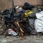170513_Oneska_jama_izvleceni_odpadki_foto_Primoz_Presetnik