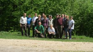 Ekipa ZRSVN in ZGS na skupni akciji (foto: arhiv OE NM)